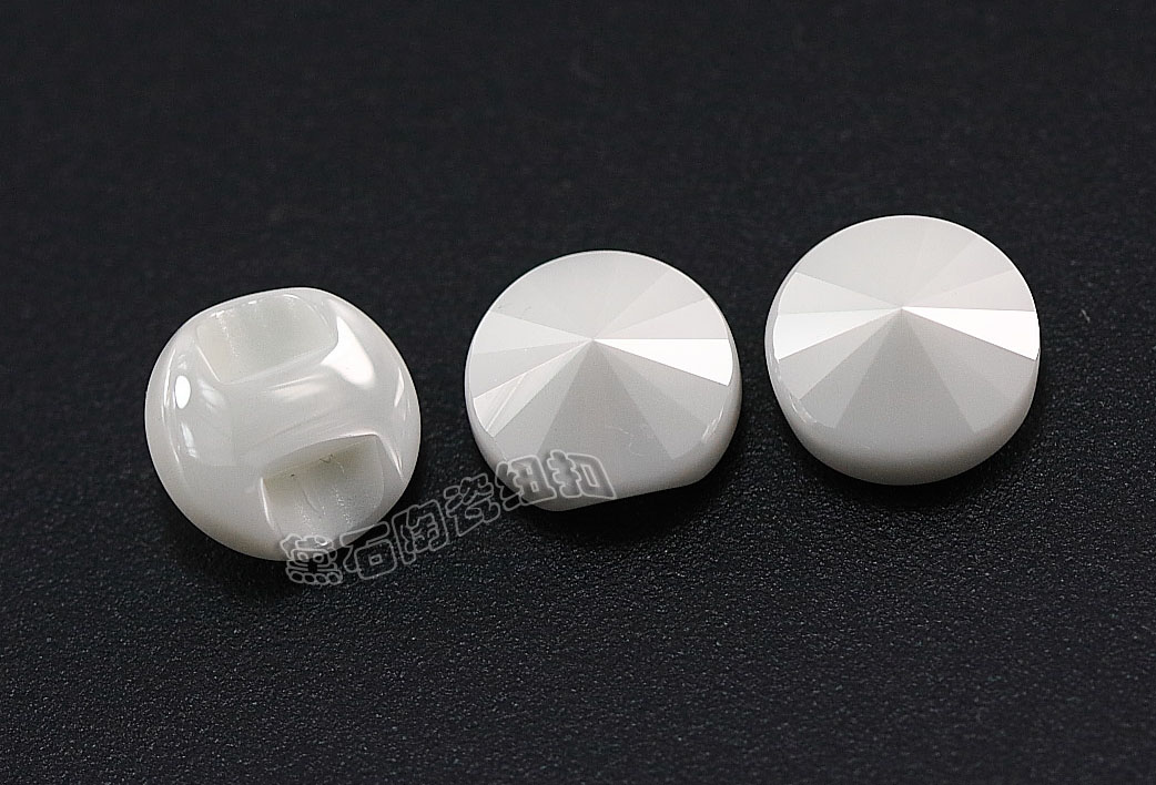 黛石衬衫单孔设计纽扣 表面有切割面 时尚如钻石般