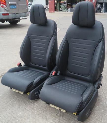 奔驰2021款C200左前电动座椅 倒车镜 冷气泵 水箱