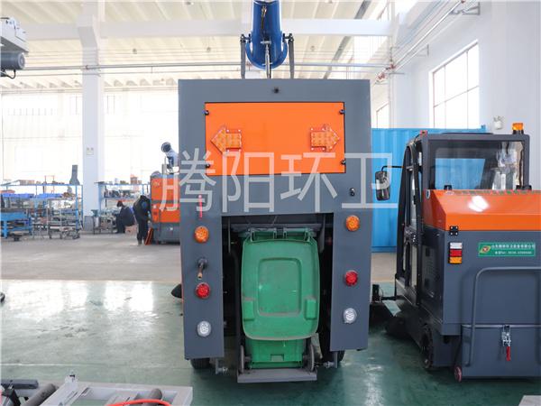 山东腾阳环卫TY-2400型电动驾驶式扫地车