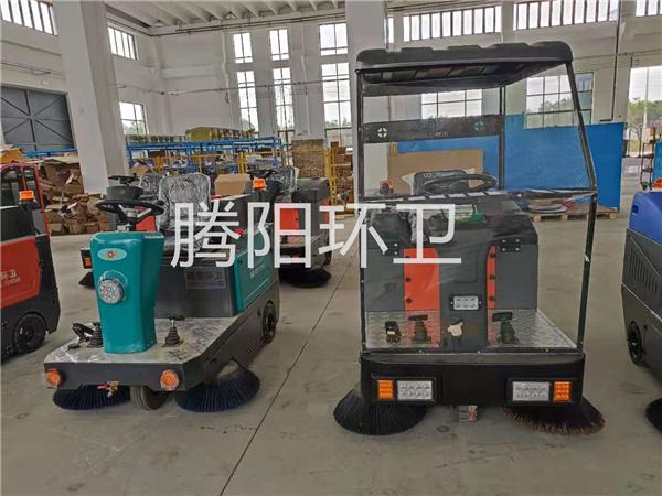 工厂为什么要使用驾驶式电动扫地车?